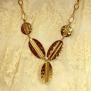 Jewelry - GOLD TONE FASHION SHELL NECKLACE 19""
